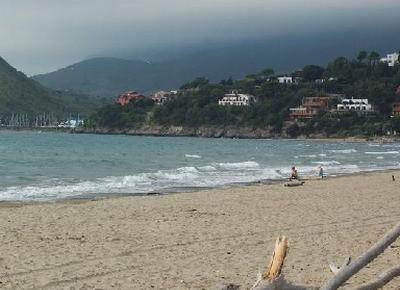 Bellezza della spiaggia di procchio foto di spiaggia di procchio