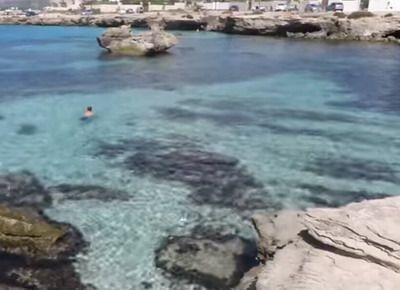 Matrimonio Spiaggia Favignana : Spiaggia cala moni di favignana qspiagge