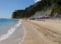 Spiaggia San Michele di Sirolo.jpg
