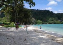 Spiaggia Emerald Beach di Phuket.jpg